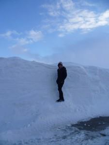 Australan Johnny se kochá sněhem