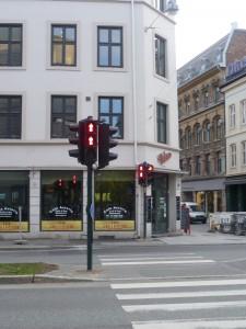 Dva červení panáčci na semaforu (Oslo)